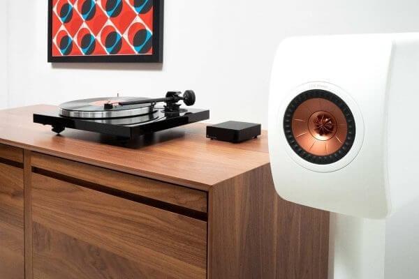 KEF LS50W Powered Speaker Package Lifestyle